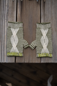 Twisted Stitch Mitts